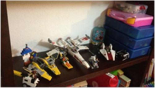 Los legos de Momo me han ganado una estantería del salón