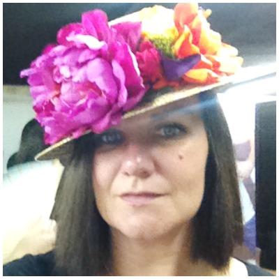 Lo que me gusta a mi un sombrero. Quiero un CANOTIER